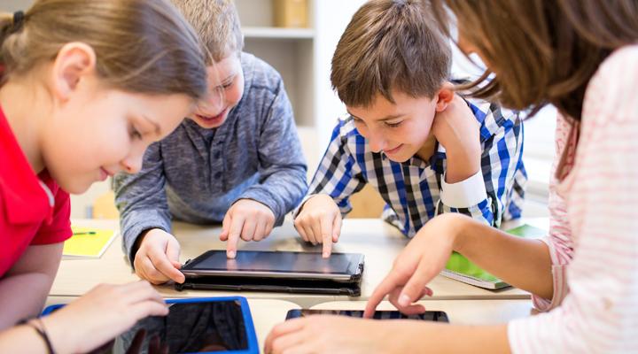 Crear tutores virtuales con IA - usos de la inteligencia artificial en la educación